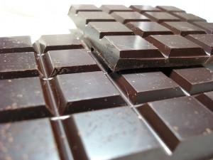 foods-to-boost-energy-dark-chocolate-300x225