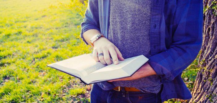 12 best books on emotional intelligence man reading bookl